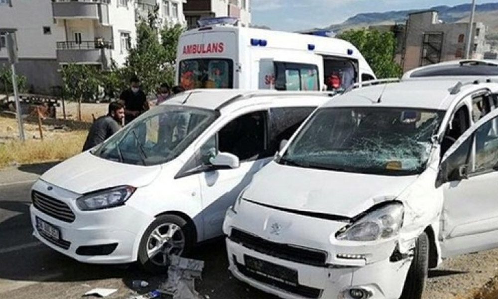 HDP konvoyunda kaza: 6 yaralı!