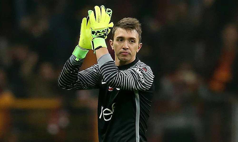 Galatasaray Muslera'nın lisansını askıya aldı