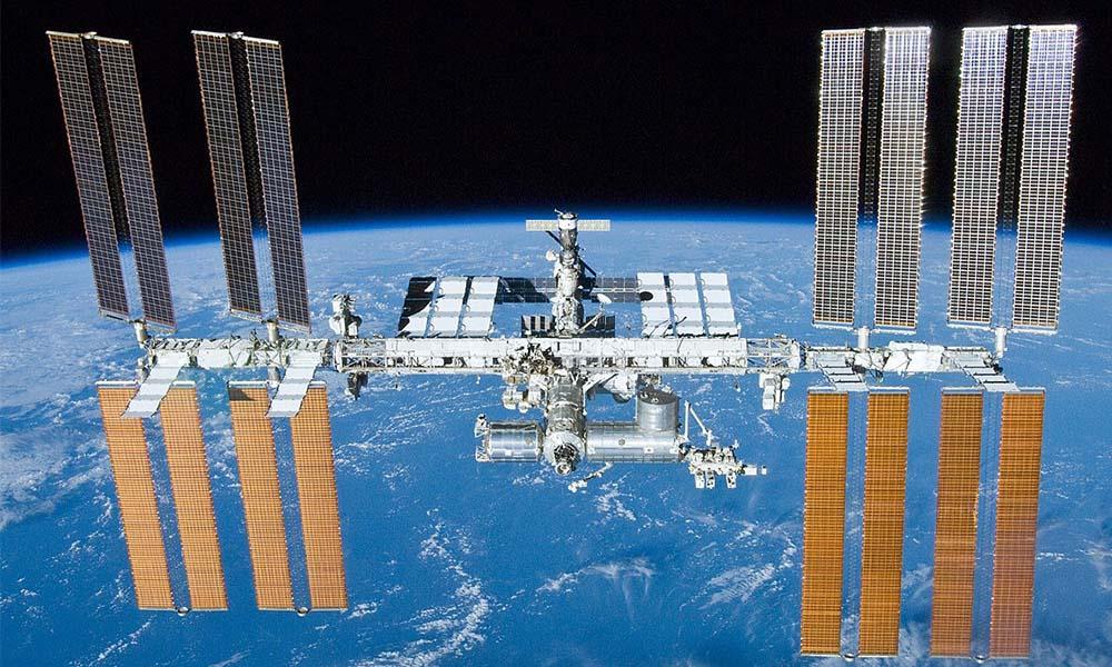 NASA: Astronotlarımızdan biri uzayda ayna düşürdü