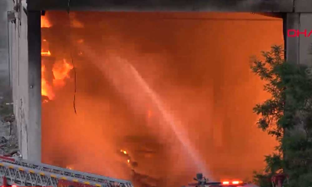 Tekstil fabrikasında yangın… Ekipler müdahale ediyor