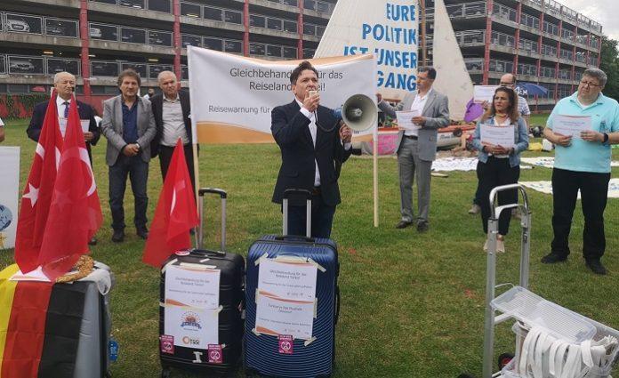 Almanya'da, Türk acentecilerden 'Seyahat uyarısı kaldırılsın' eylemi