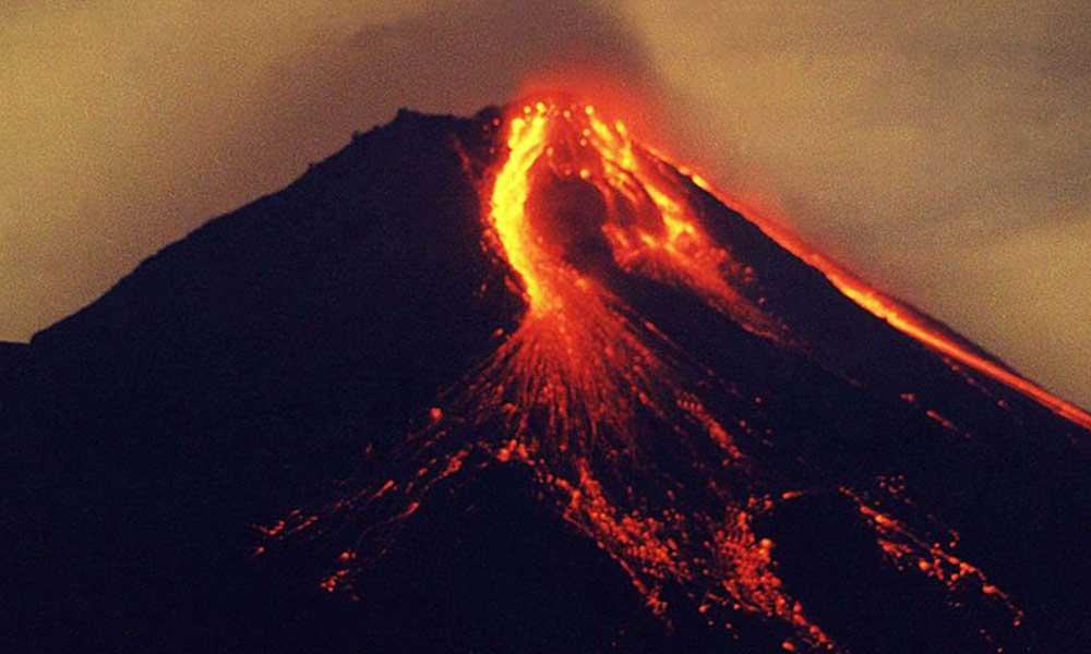 Merapi 10 yılın ardından bir kez daha patladı