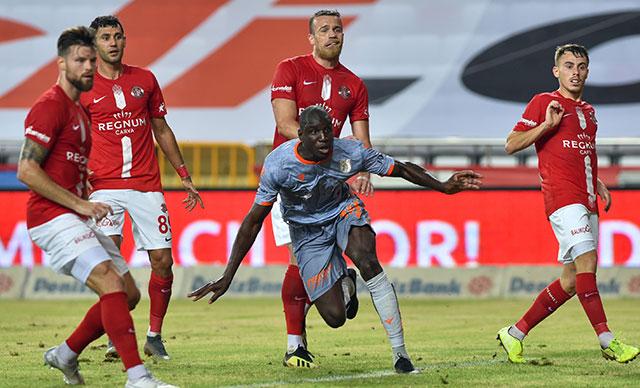 Başakşehir şampiyonluk yolunda Antalyaspor engelini aştı