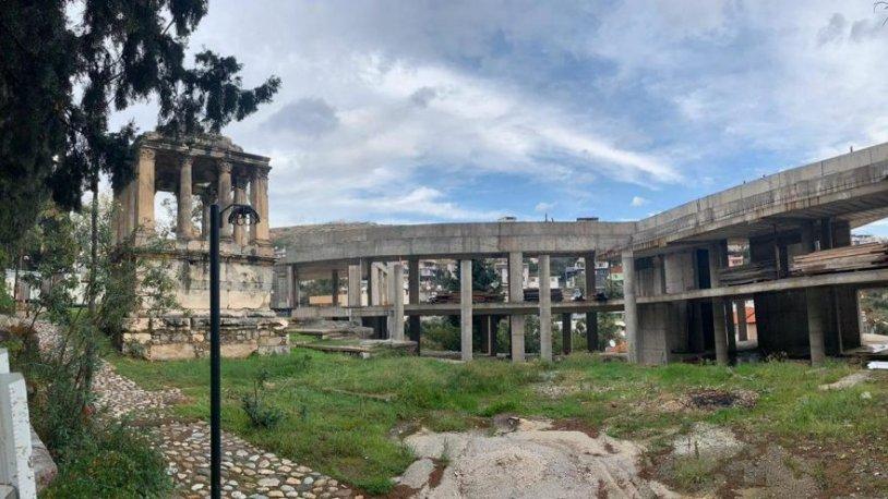 2 bin yıllık tarihe Bakanlık eliyle beton döküldü