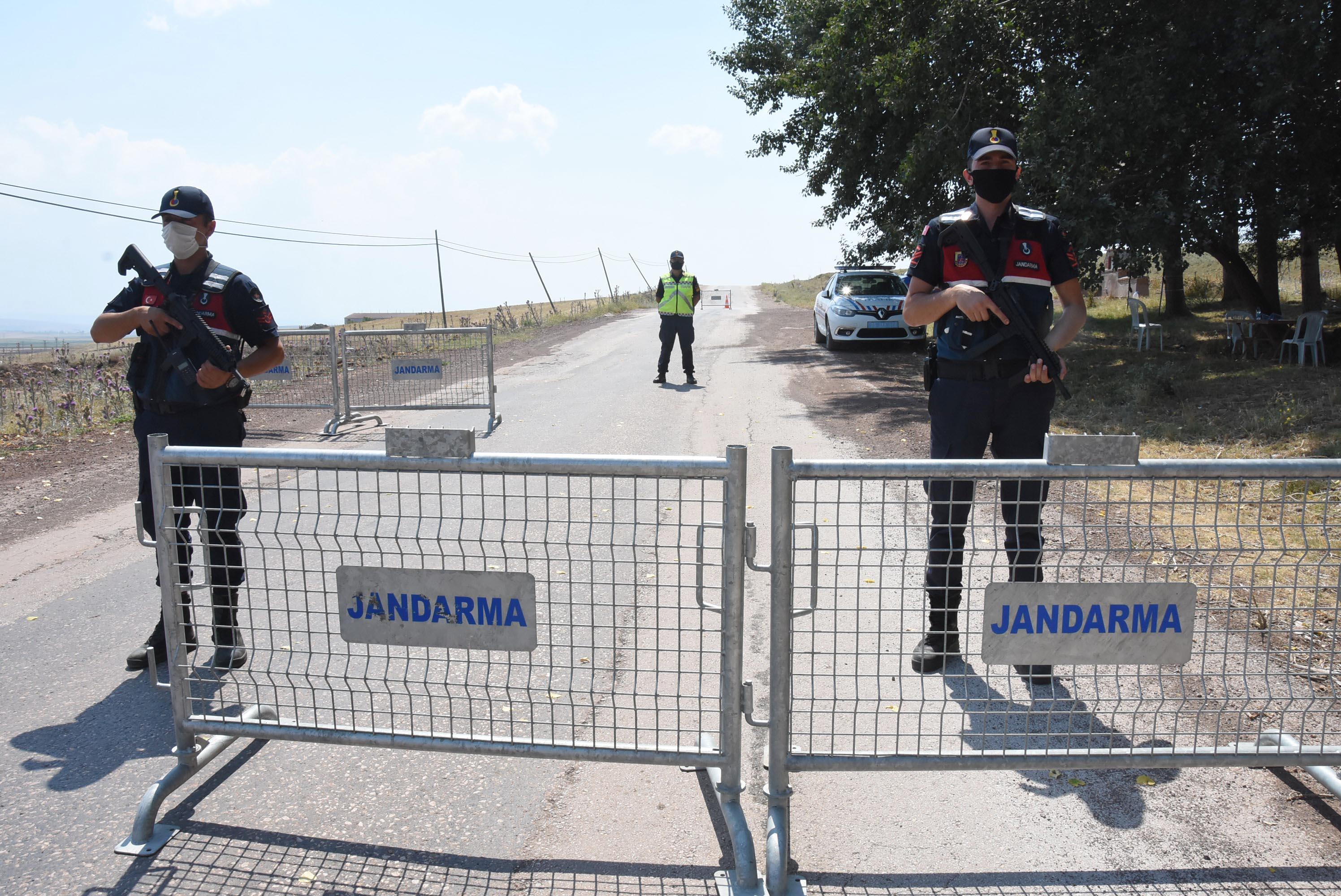 6 kişinin koronavirüse yakalandığı 400 nüfuslu mahalle karantinaya alındı