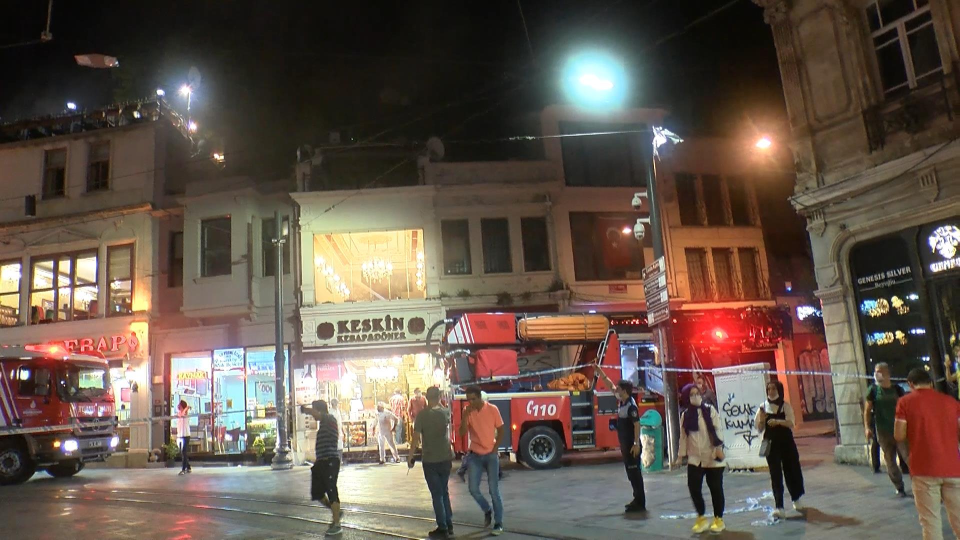 Beyoğlu Tünel Meydanı'nda yangın!