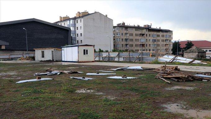Erzurum'da hortum çatıları uçurdu!