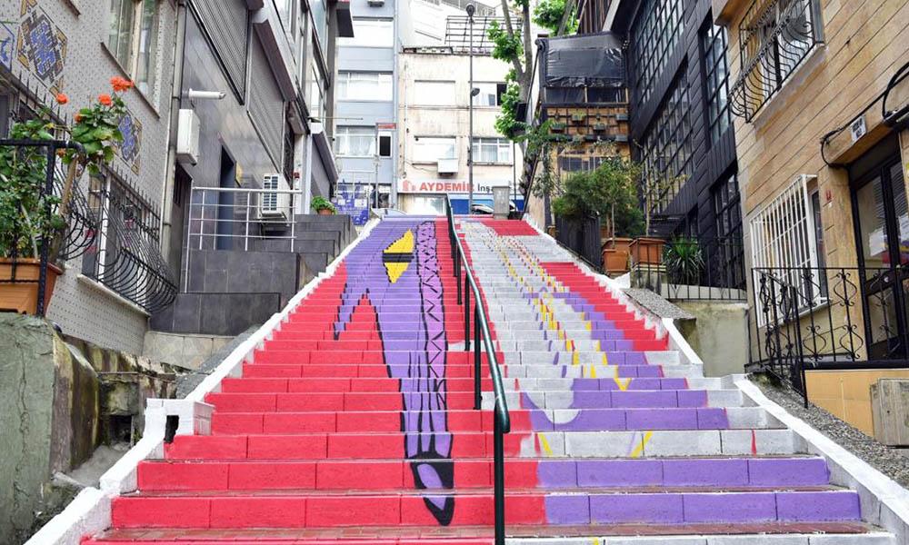 Beşiktaş'ın merdivenleri renkleniyor