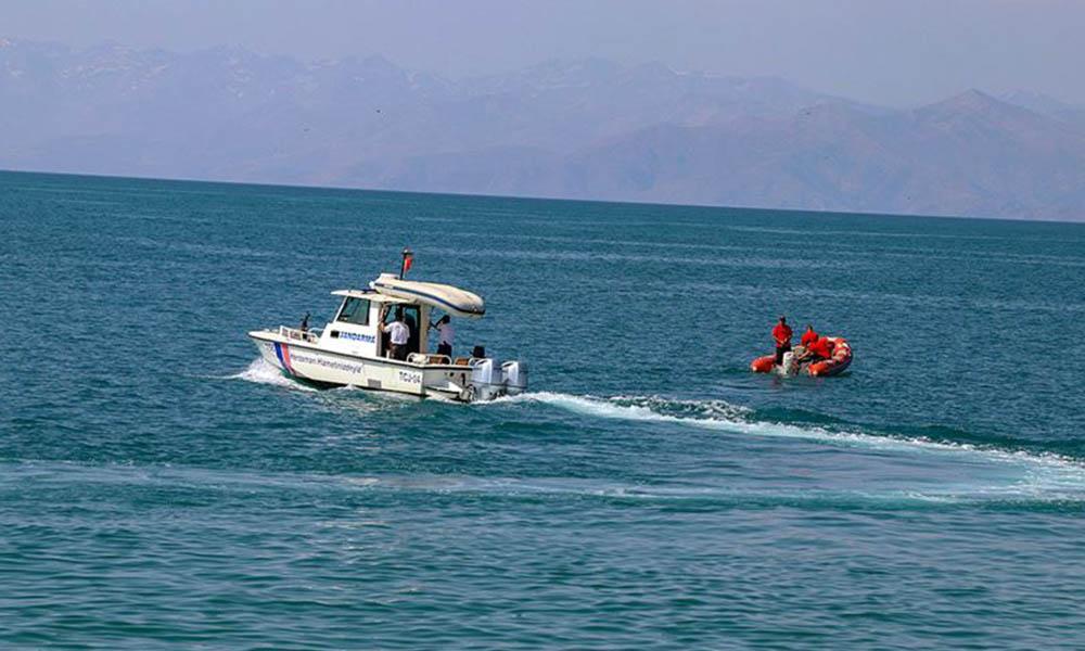 Van Gölü'nde batan tekne bulundu