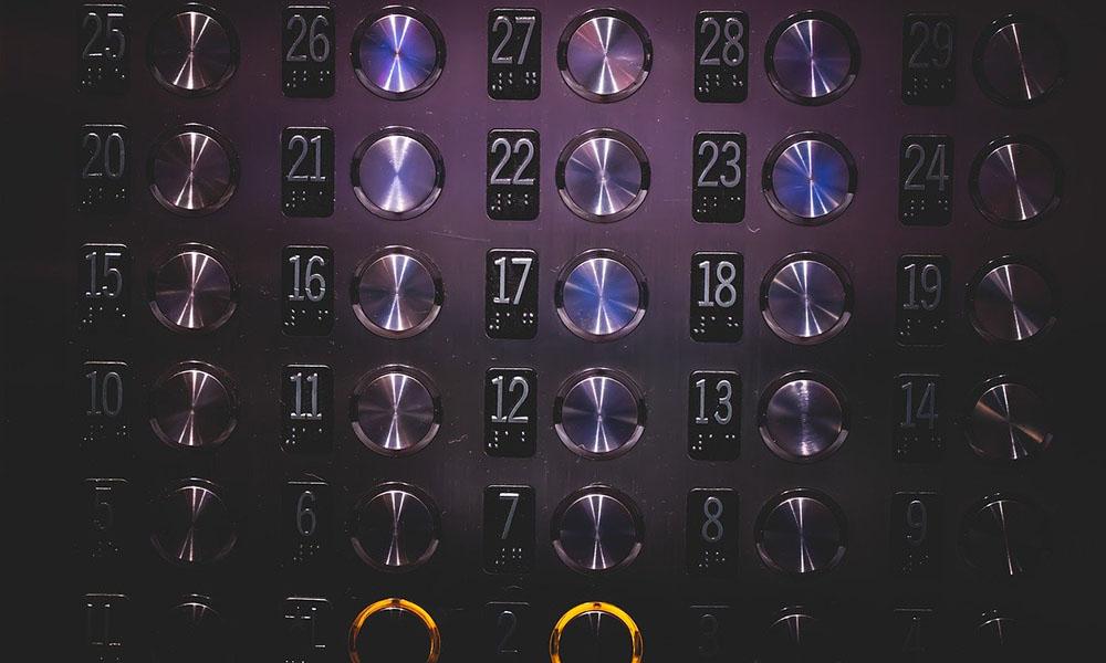 Asansöre binen bir kişi, 71 kişiye koronavirüs bulaştırdı
