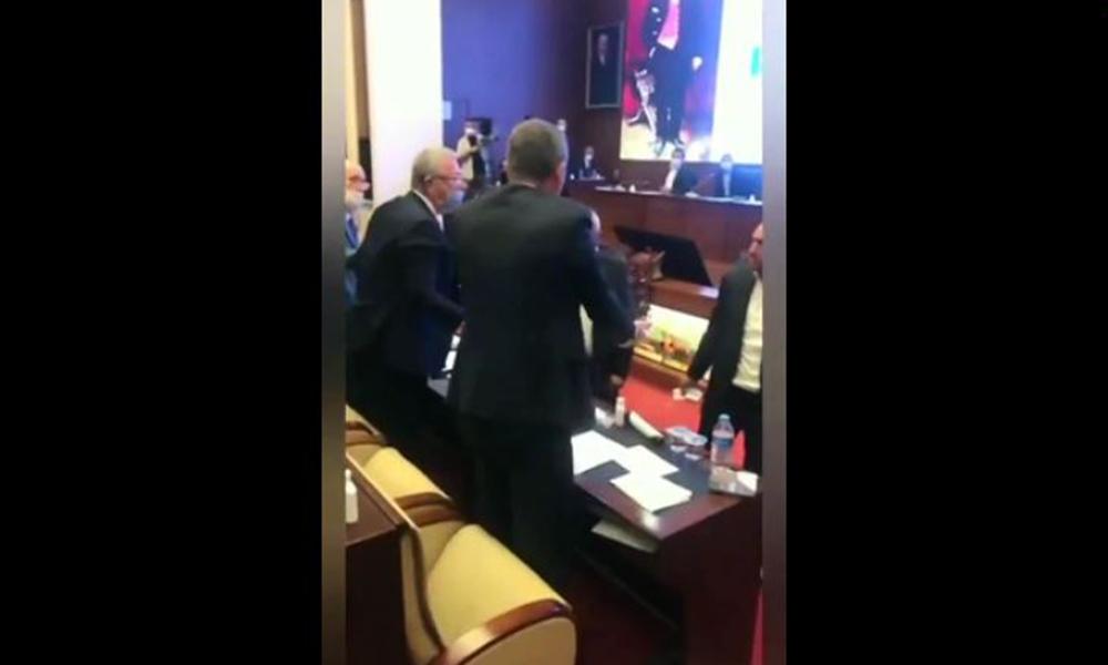 Yolsuzluğu ortaya çıkardı! AKP'li meclis üyeleri Mansur Yavaş'ın üzerine yürüdü