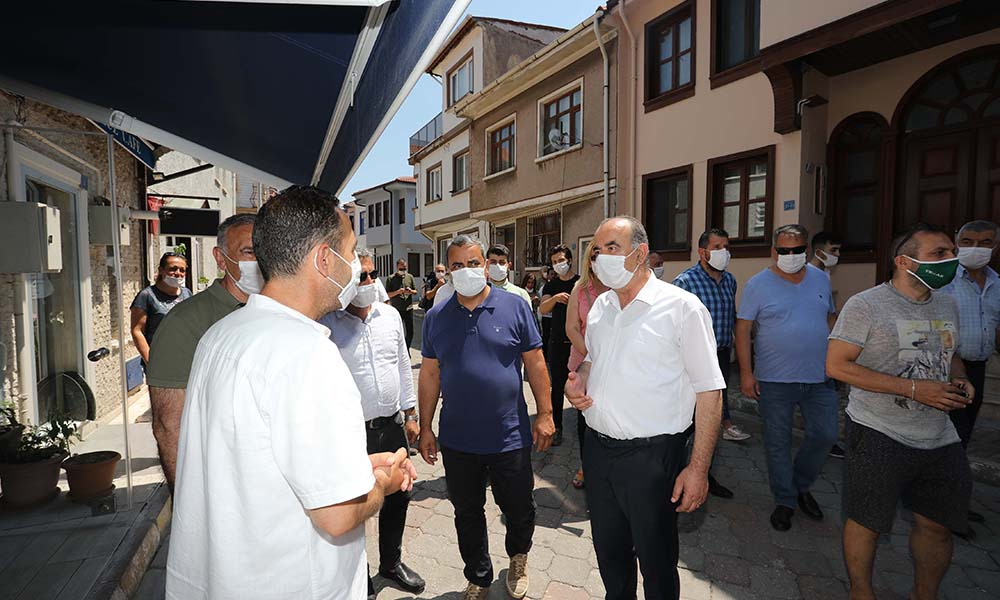 Türkyılmaz ve Karaca Girit esnafıyla buluştu
