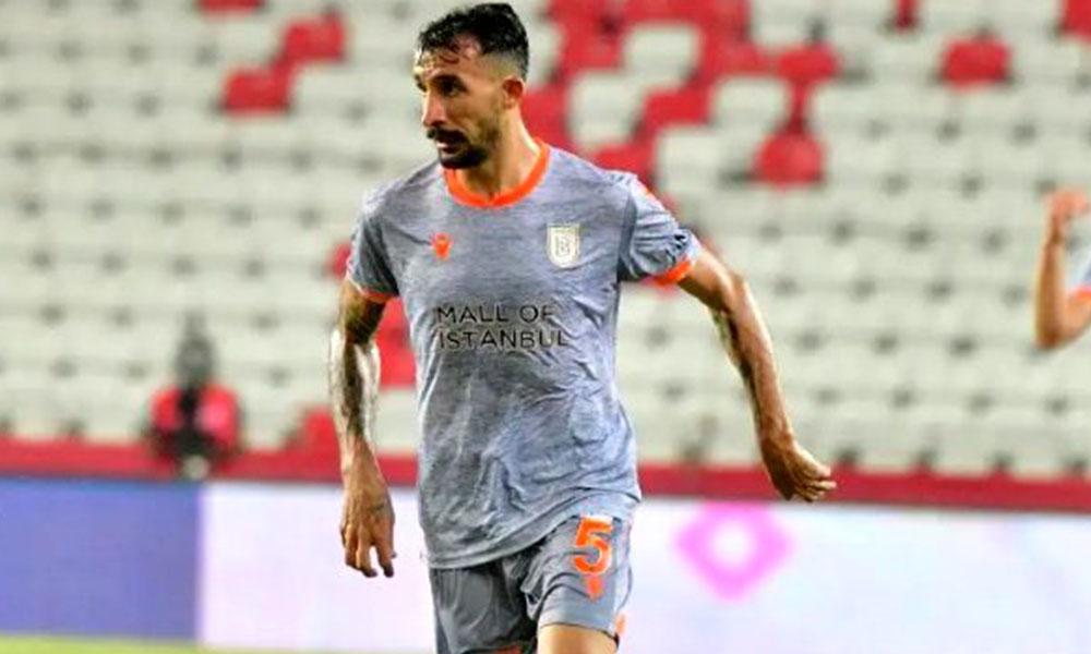 Başakşehir ile şampiyon olan Mehmet Topal adını tarihe yazdırdı