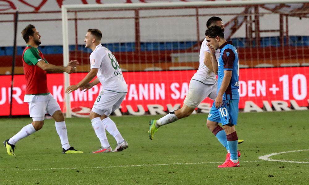 Trabzonspor'u topa tuttular: Gözyaşlarına bile değmezsiniz…