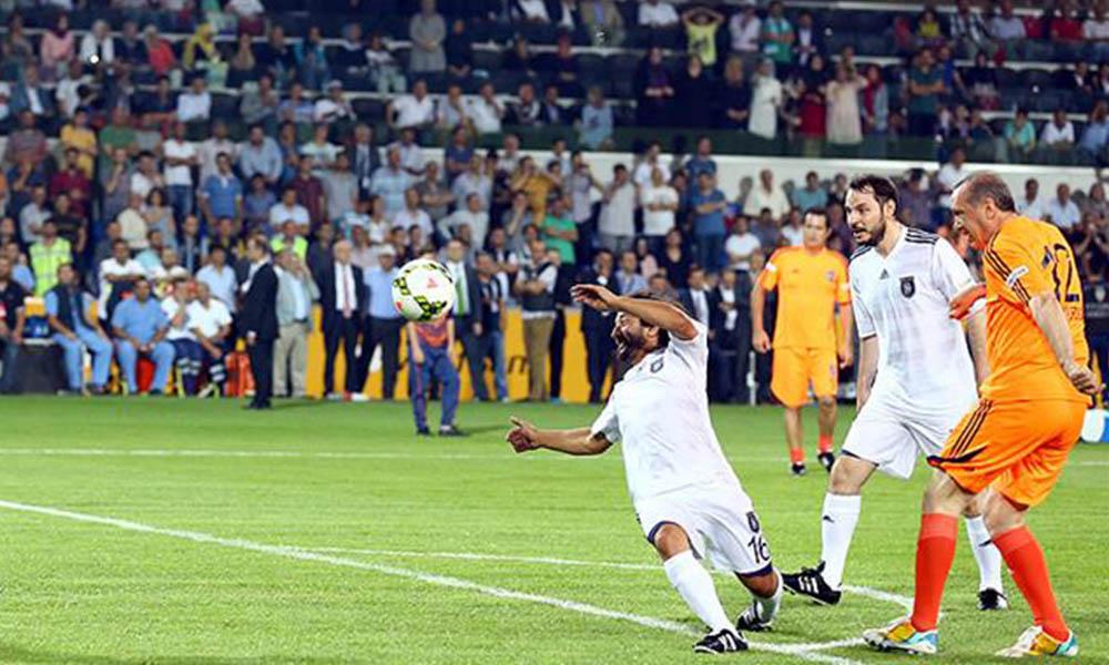 Yılmaz Özdil, AKP'lilerin 'futbol aşkını' yazdı: Muz cumhuriyeti yazısıdır