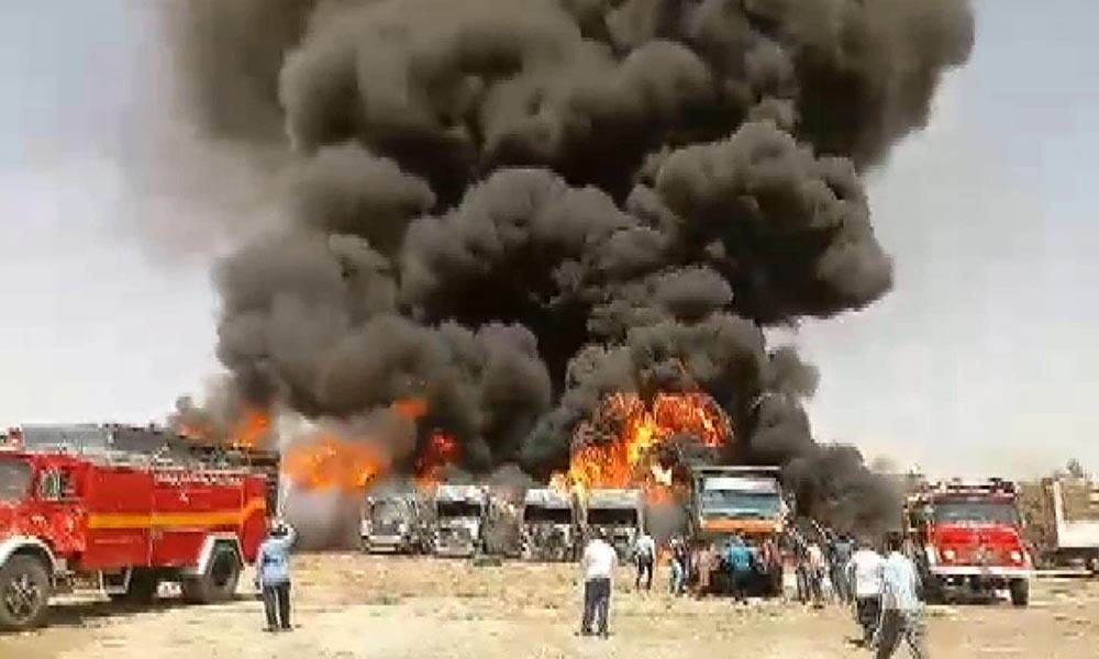 Park halindeki araçlar böyle yandı! İşte o görüntüler…