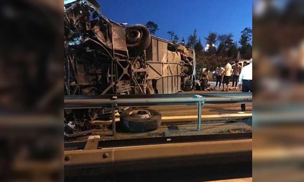 TEM'de yolcu otobüsü devrildi: Çok sayıda yaralı var
