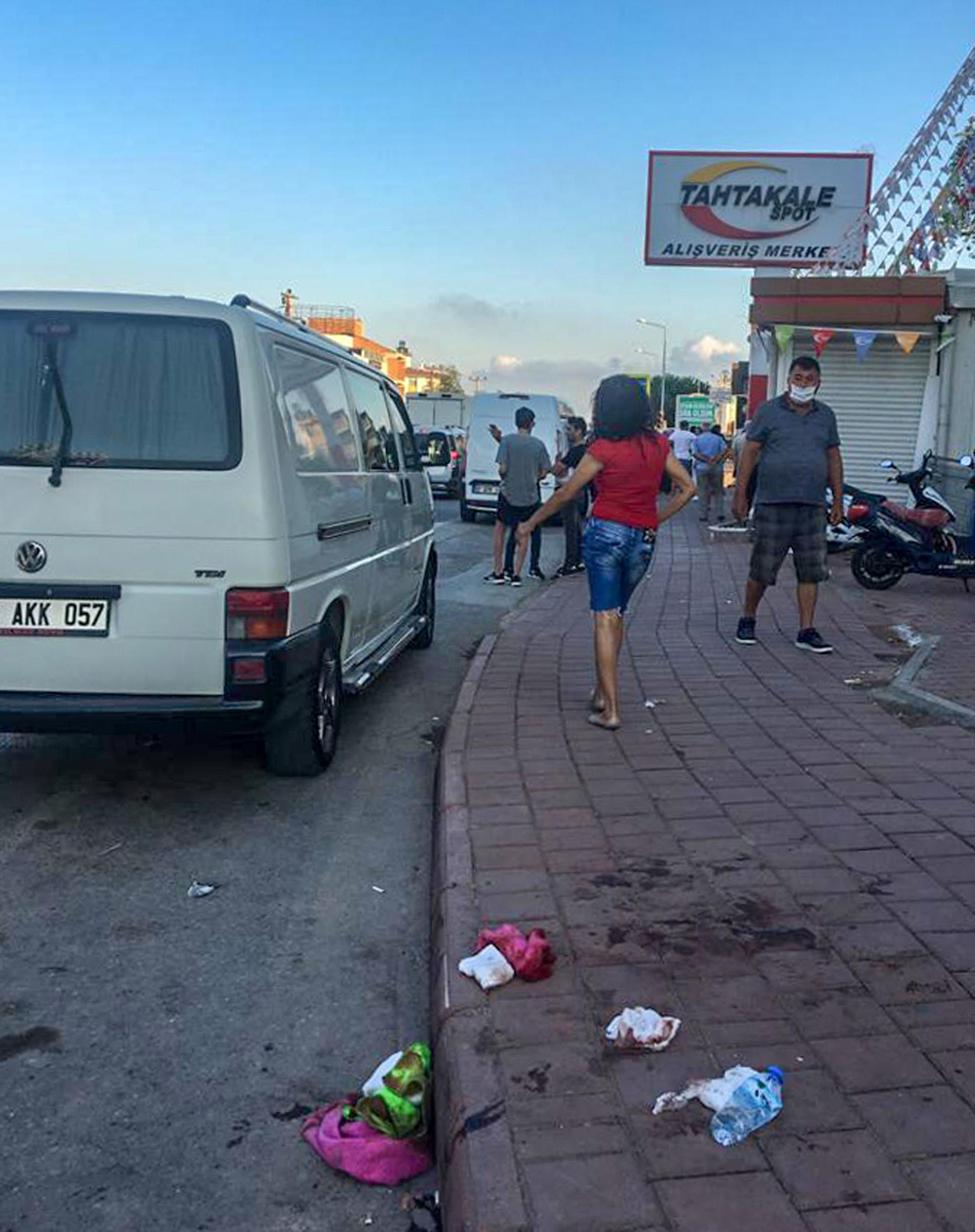 Trafikte bıçaklı kavga: 1 ölü, 6 yaralı