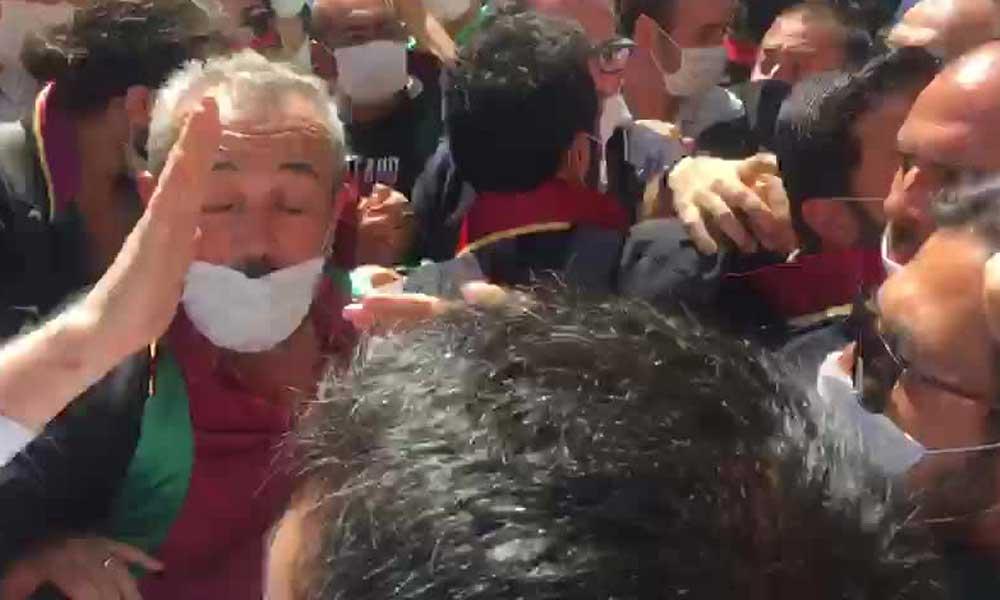 Meclis'e yürüyen baro başkanlarına polis müdahalesi: Provokatörlük yapıyorsun