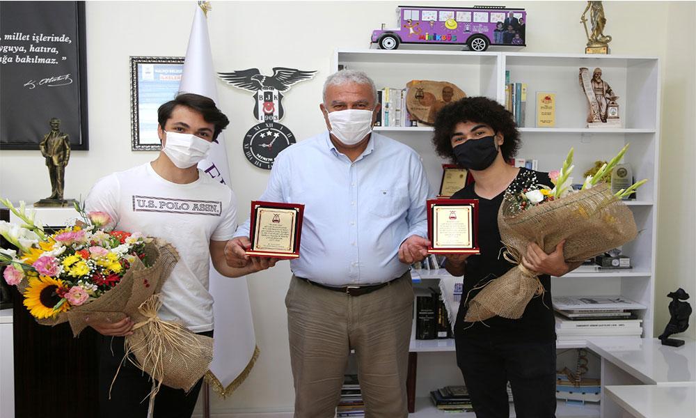 Aydınlı genç şampiyonlar Başkan Atay'ı ziyaret etti