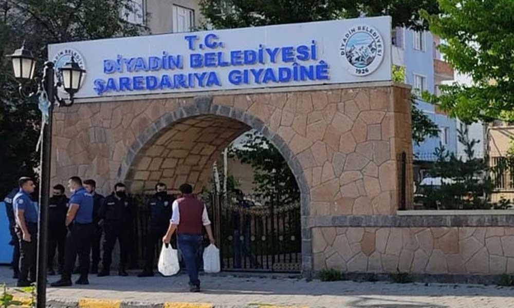 HDP'li Diyadin Belediyesi'ne polis baskını: Betül Yaşar gözaltına alındı