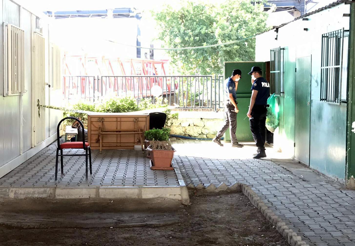 Metro üst geçidinin altında erkek cesedi bulundu