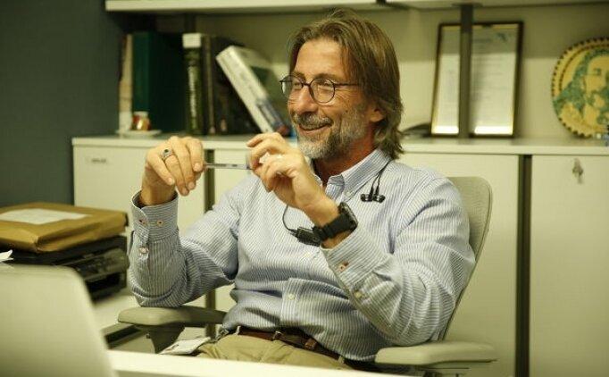 """Pandemi şöhretlisi Profesör Ercüment Ovalı """"2 milyon doz aşı"""" ile geri döndü"""