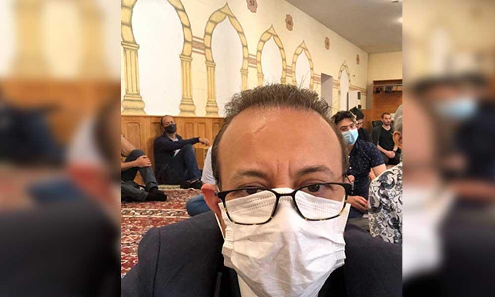 Cami'de fotoğraf paylaşan Egemen Bağış'a takipçileri geçmişi hatırlattı