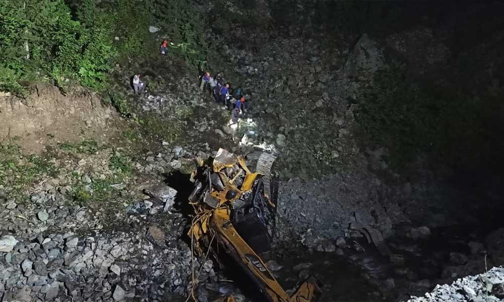 Gümüşhane Kürtün'de yol yapımı sırasında heyelan: 2 işçi hayatını kaybetti