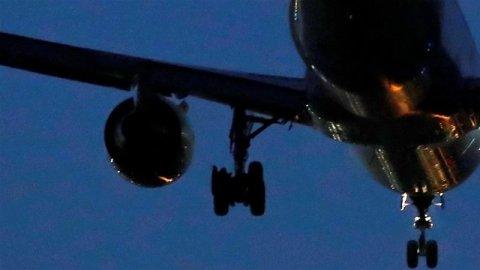 Yolcu uçağında panik anları! Pilot kabininde yangın çıktı