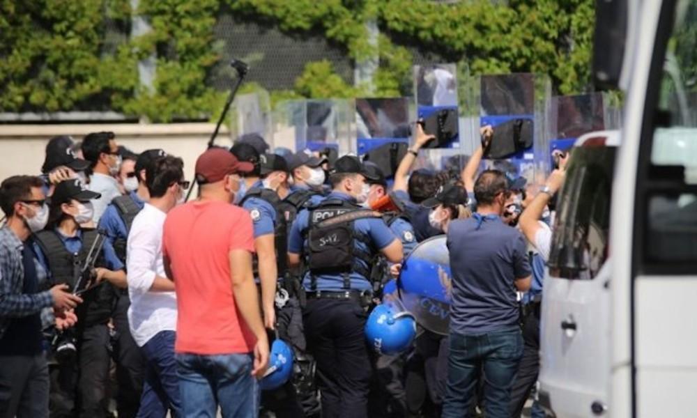 HDP'nin 'Demokrasi Buluşması'na polis müdahalesi: Veli Saçılık gözaltına alındı