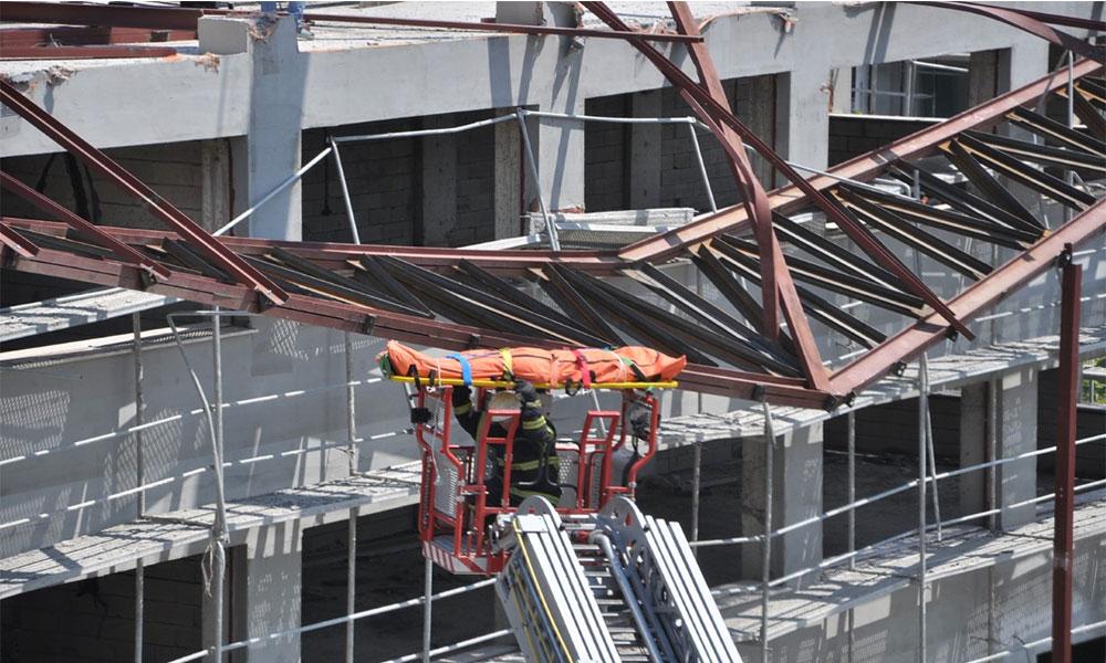 Spor salonu inşaatında platform devrildi: 1 ölü 1 yaralı