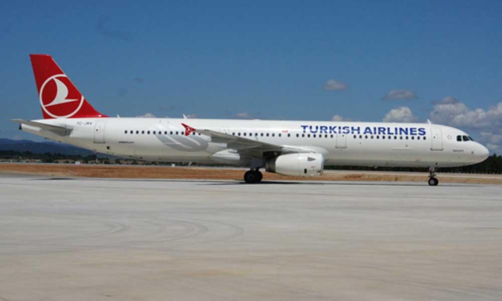 Sezonun ilk uçağı Bodrum'a indi! Yolculara özel karşılama yapıldı