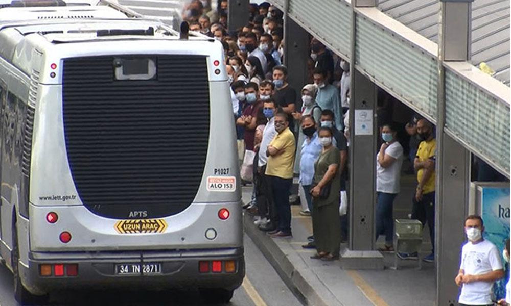 Metrobüs yolcuları seferlerin arttırılmasını istedi