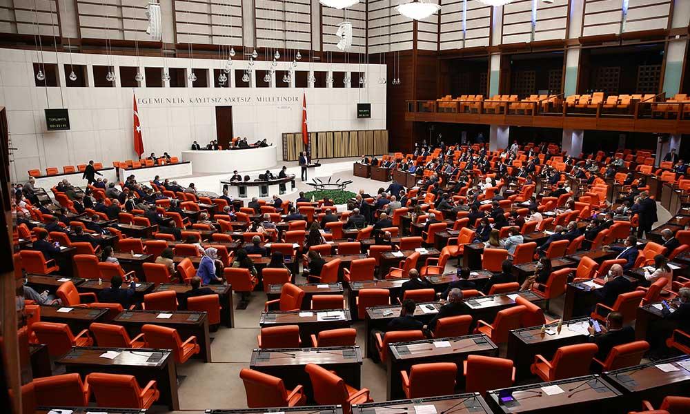 Meclis'te CHP'li Engin Altay ile AKP'li vekiller arasında 'parti kapatma' polemiği