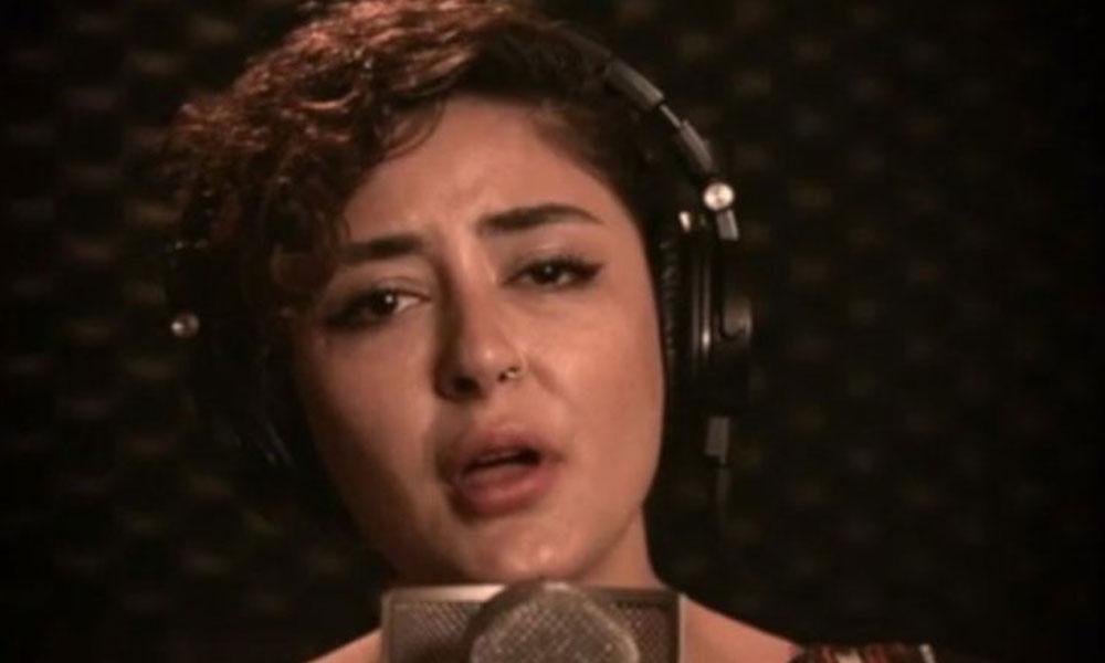 Melek Mosso, Cumartesi Anneleri için Cumartesi Türküsü'nü seslendirdi