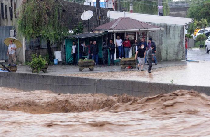Felaket Karadeniz'i vurdu! Uyarılar bugün de Ege ve Marmara'da yaşayanlar için yapılıyor