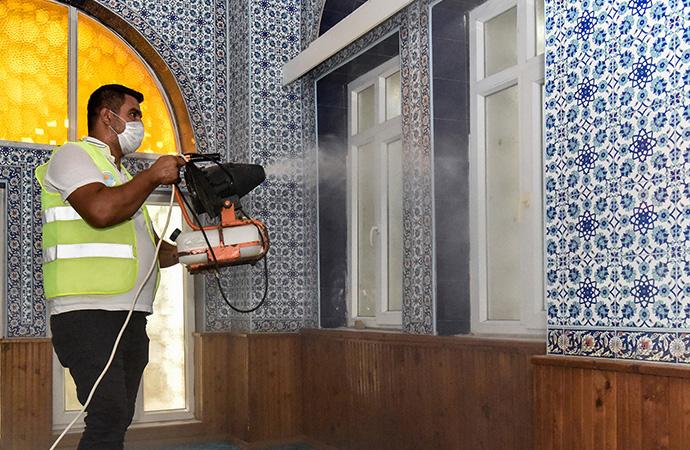 Mersin'de ibadethaneler bayrama hazırlanıyor