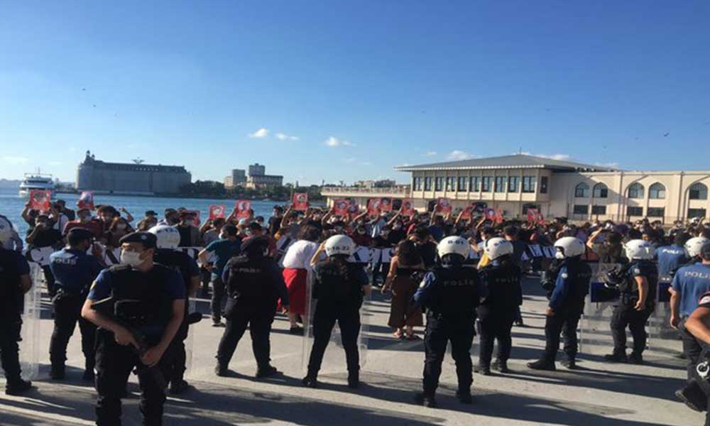 Kadıköy'deki Suruç anmasına polis engeli: Alan ablukaya alındı