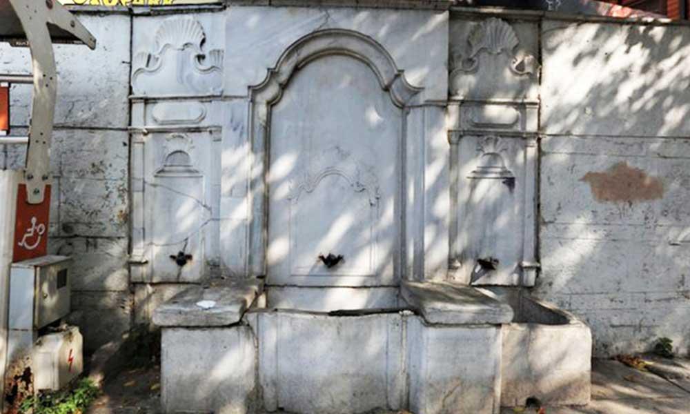 Çengelköy'deki 200 yıllık çeşme 'trafik' gerekçesiyle kaldırıldı
