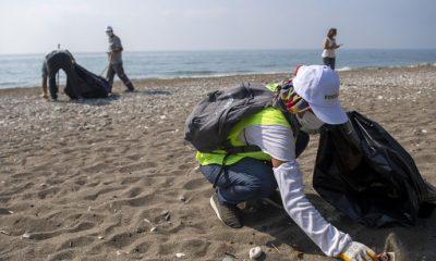 Mezitli sahil bandında kapsamlı temizlik