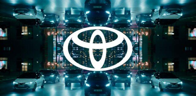 Toyota logosunu değiştirdi