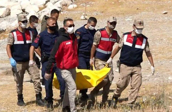 Van Gölü'ndeki batan teknede ölü sayısı 13'e yükseldi