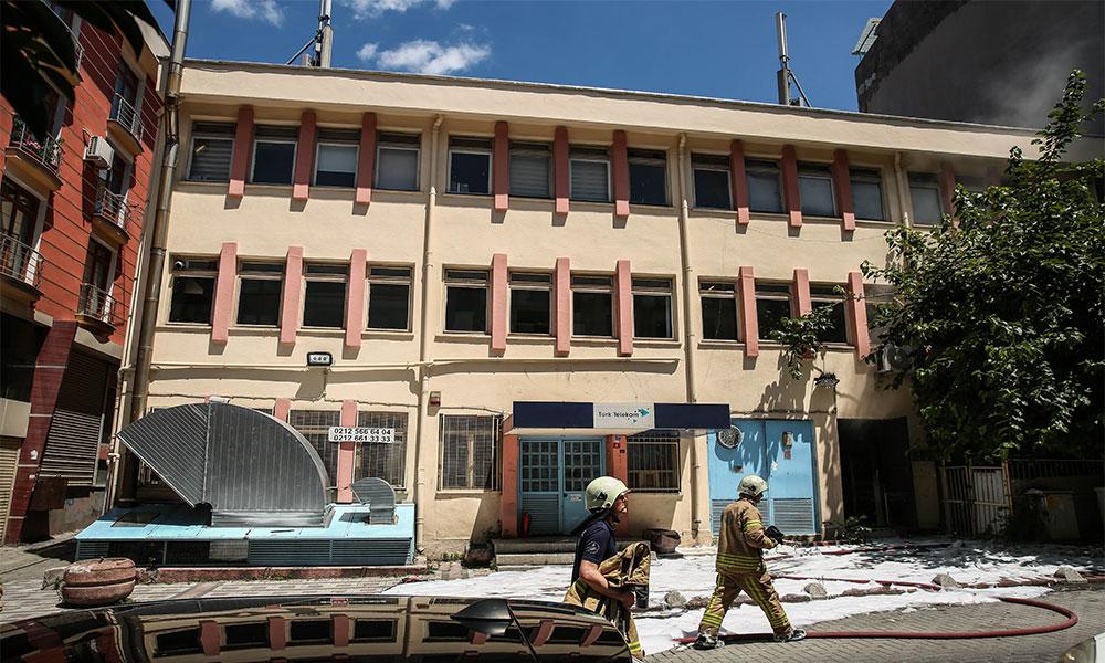 Türk Telekom binasında yangın! Elektrikler kesildi