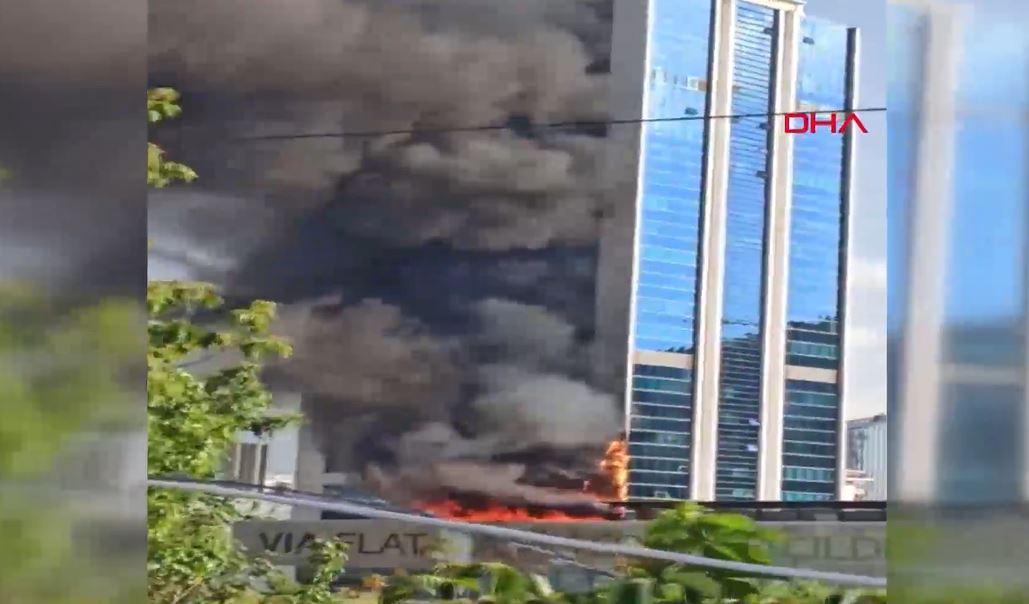 Ankara'da iş merkezinde yangın! Plaza tahliye ediliyor