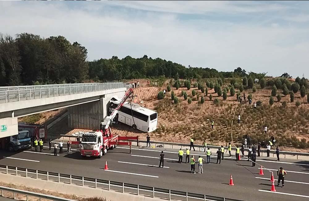 Kaza yapan Metro Turizm otobüsünde yolcular şoförü 'Uykusuzsan otobüsü durdur' diye uyarmış
