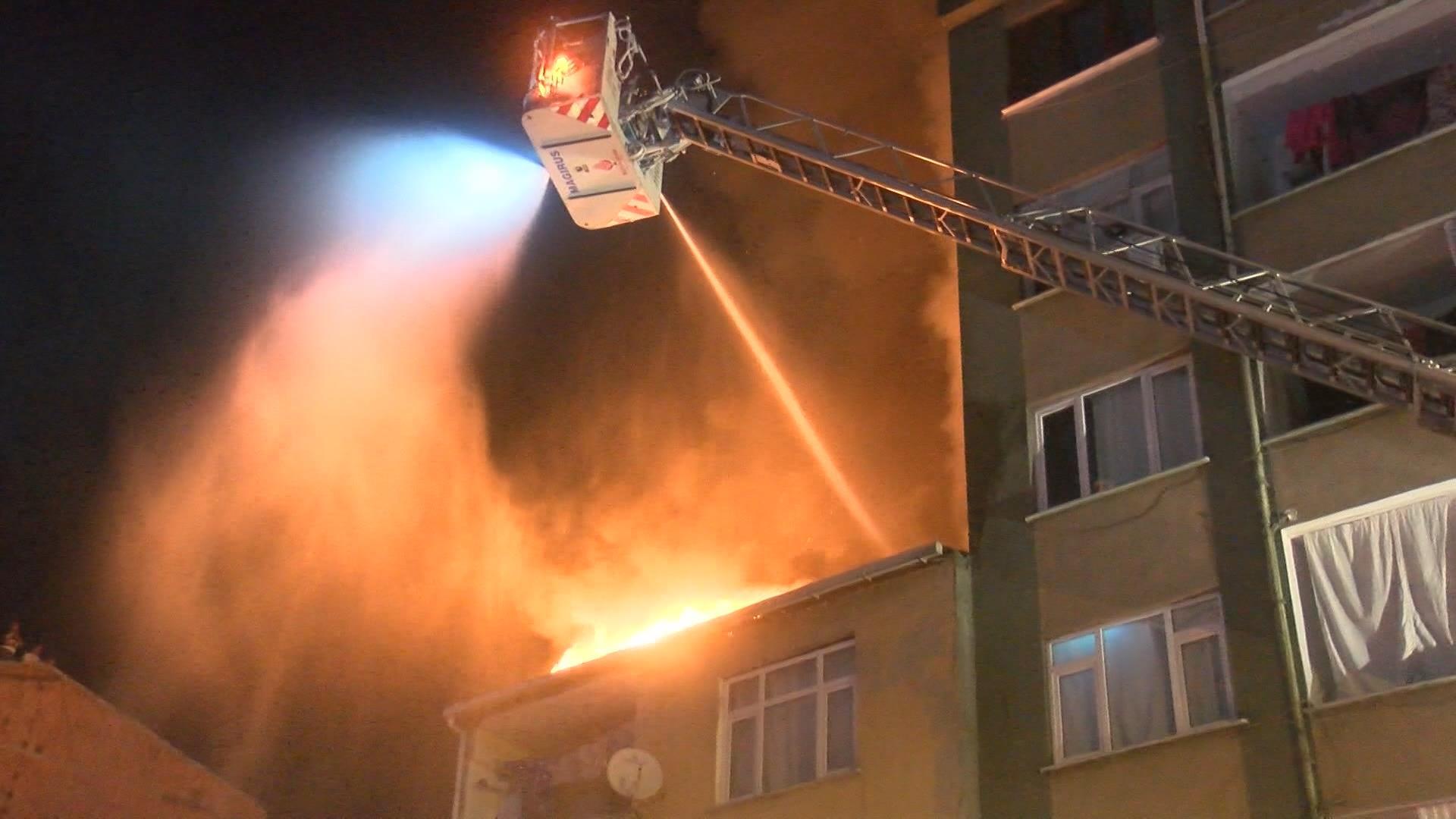Şişli'de yangın! Alevler 4 binaya sıçradı