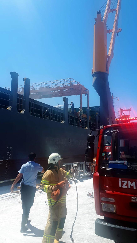 İzmir Limanı'nda gemide yangın