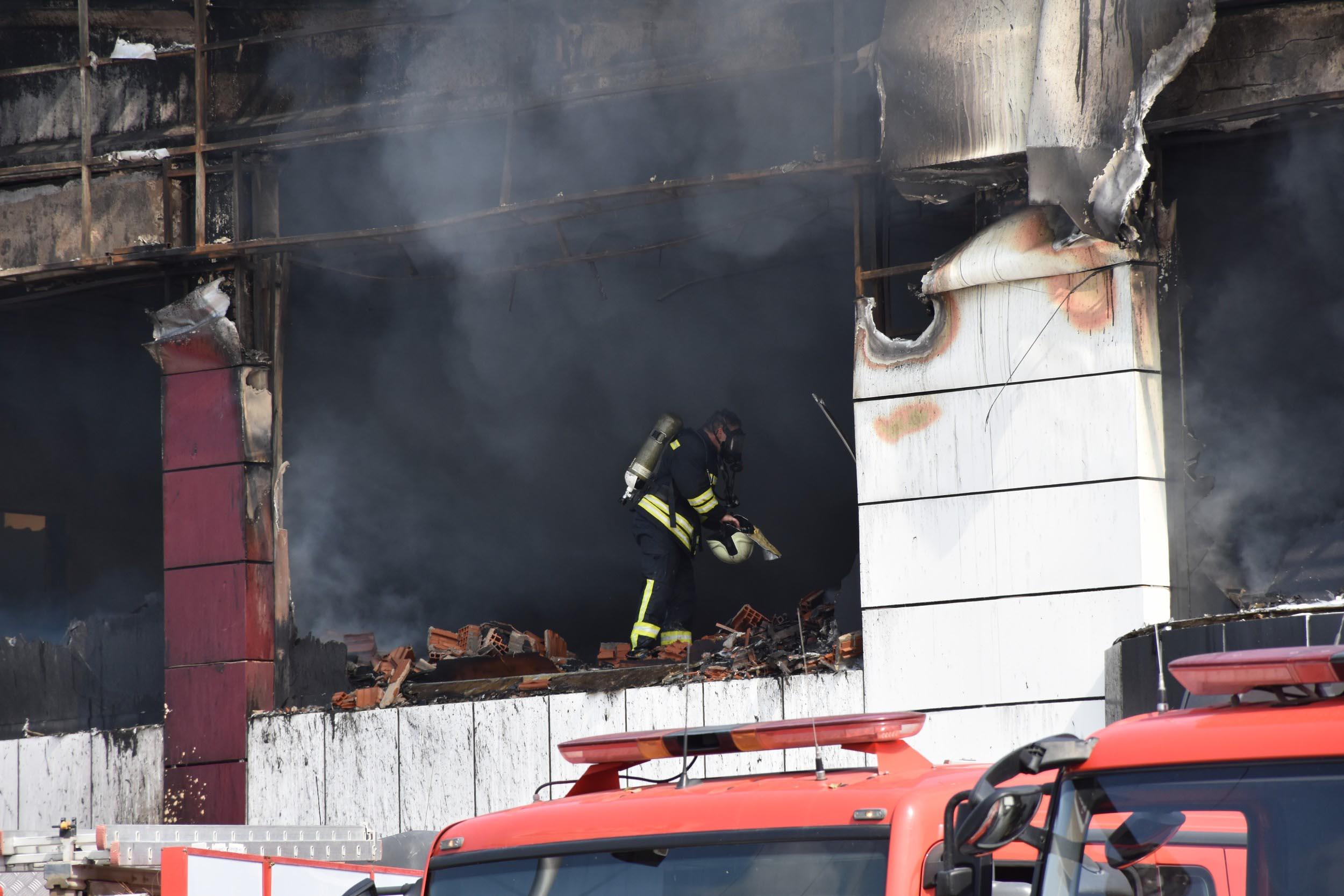 Manisa'da mobilya fabrikasındaki yangın