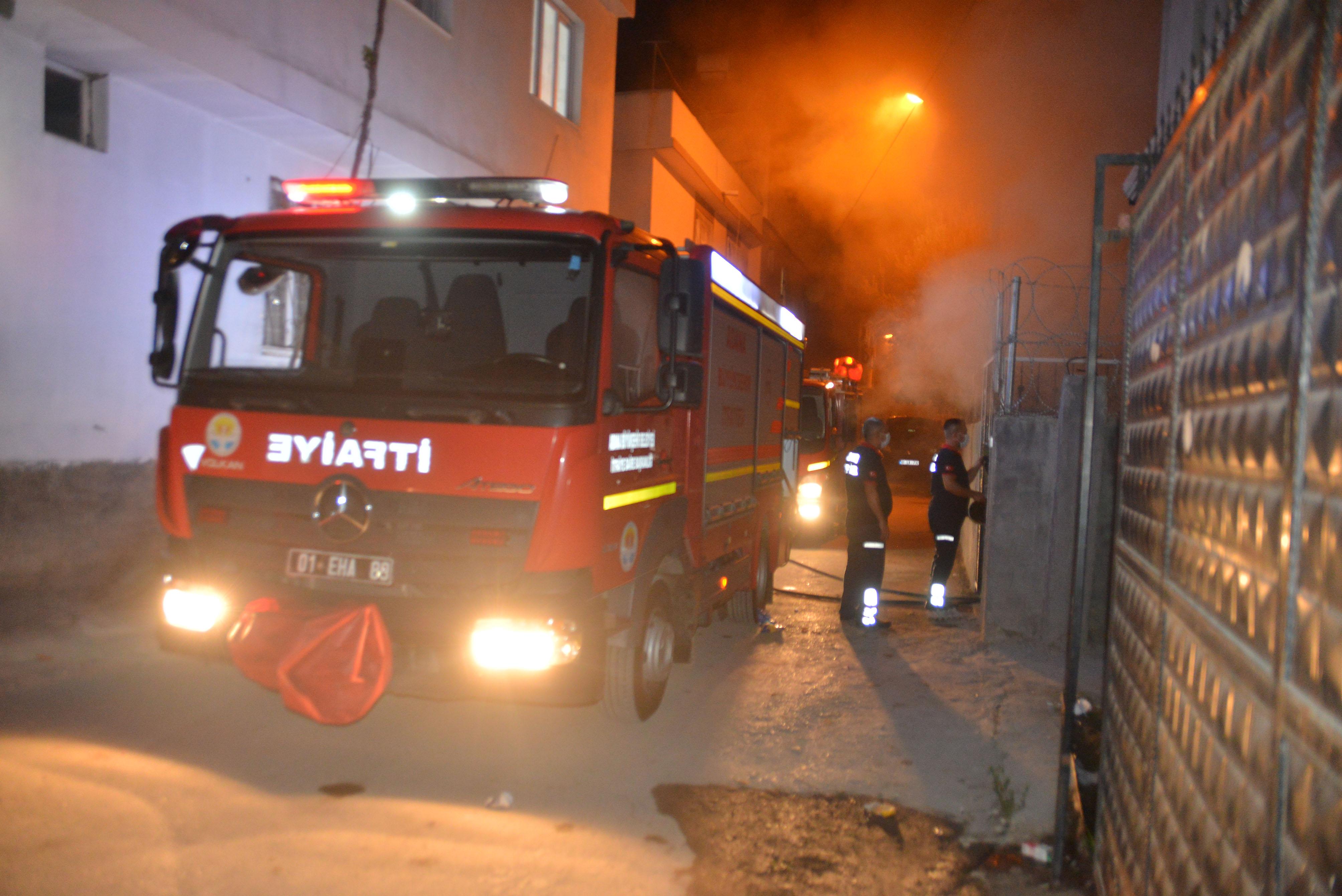 Pencereden girdikleri evi ateşe verdiler